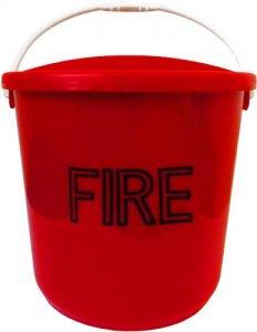 Plastový hasicí kbelík s víkem 8 l