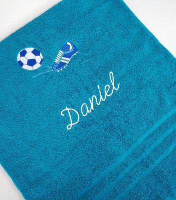 Froté osuška s futbalovou výšivkou a menom - azúrovo modrá